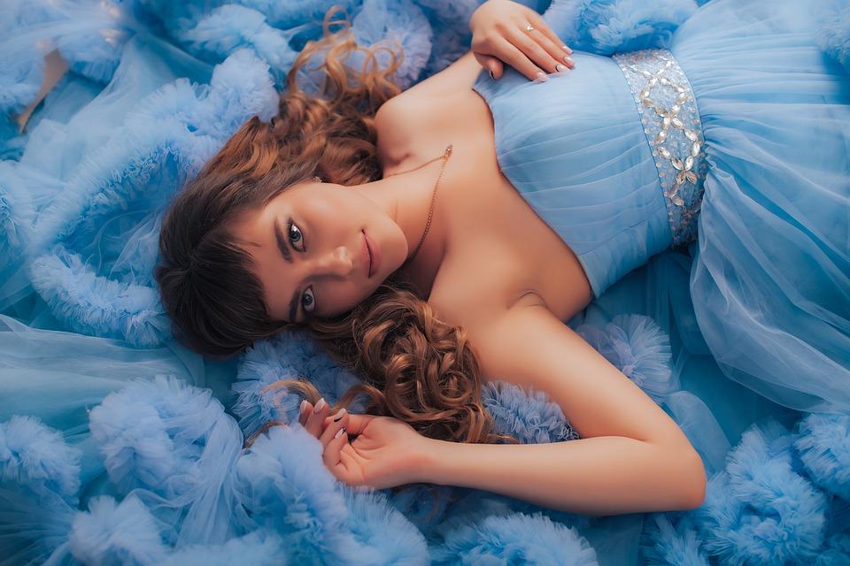 Cómo usar algo azul el día de su boda, sin sentirse forzado