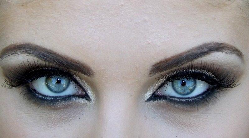 3 maneras de definir tus ojos con un delineador de punta de rueda
