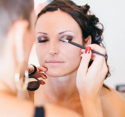4 sencillos pasos para un look de maquillaje de verano naturalmente radiante