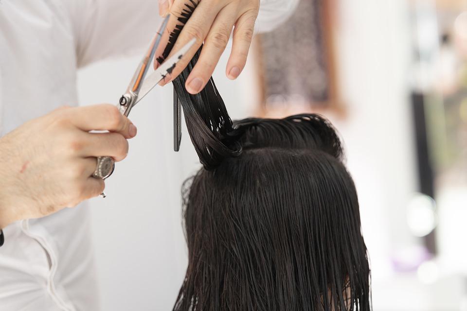 Cómo prevenir y arreglar las puntas abiertas sin cortar el pelo