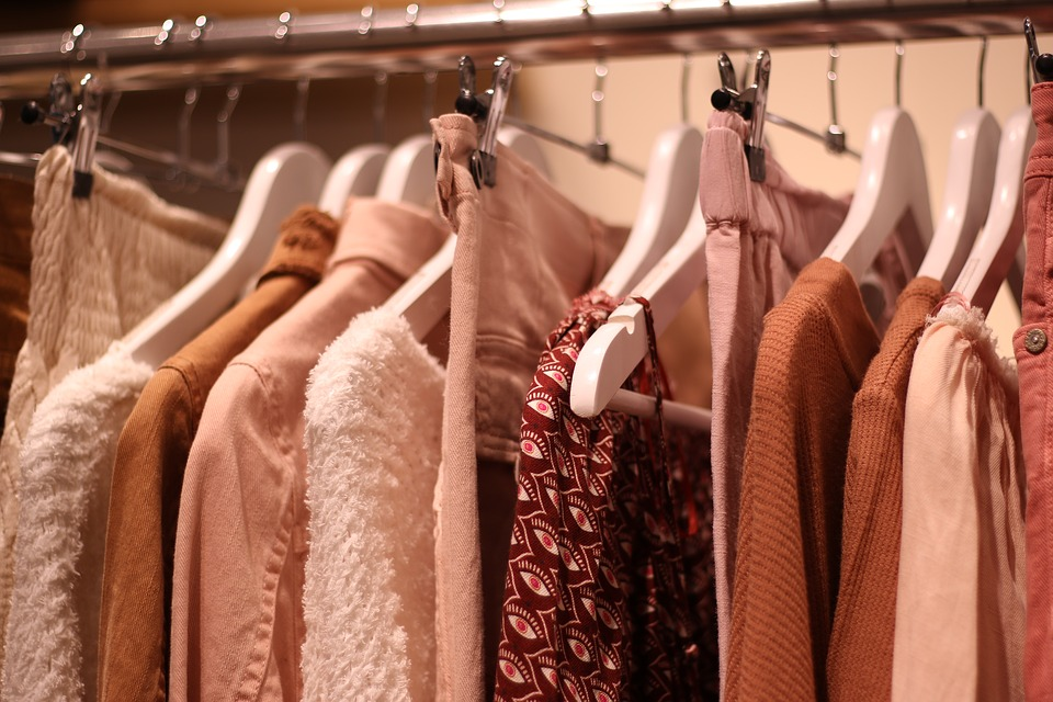Cómo estar al día con las últimas tendencias en moda