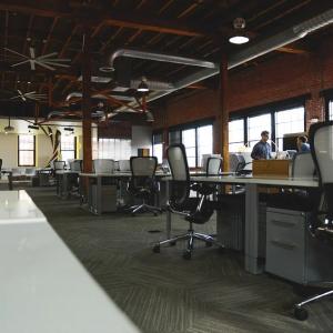 Accesorios para el hogar y la oficina que marcan la diferencia en estilo y comodidad