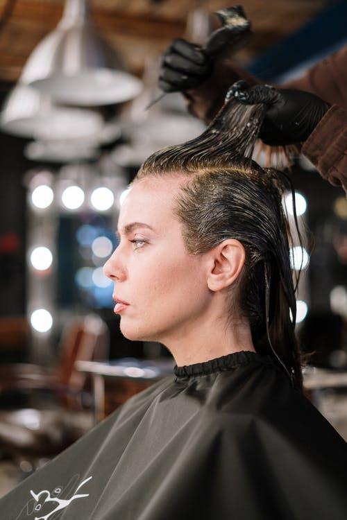 Los 10 errores principales al morir el cabello